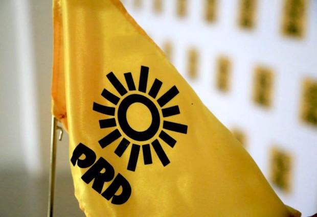 PRD corre a personal de confianza y sindicalizados