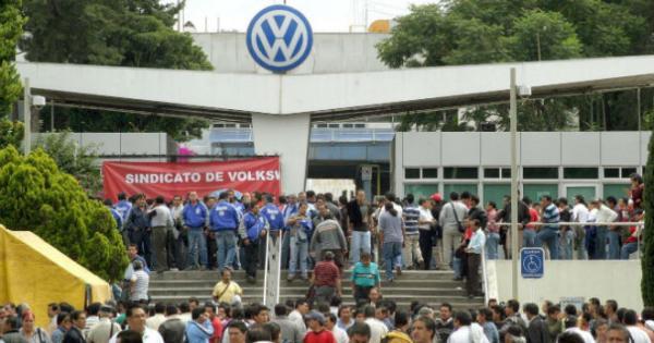 Prepara VW hasta 10 paros técnicos en 2016