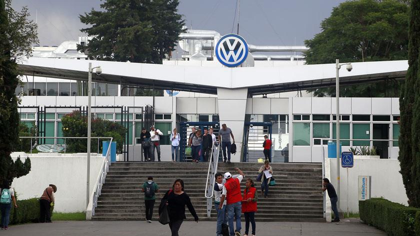 Prescindirá VW de 700 trabajadores en Puebla