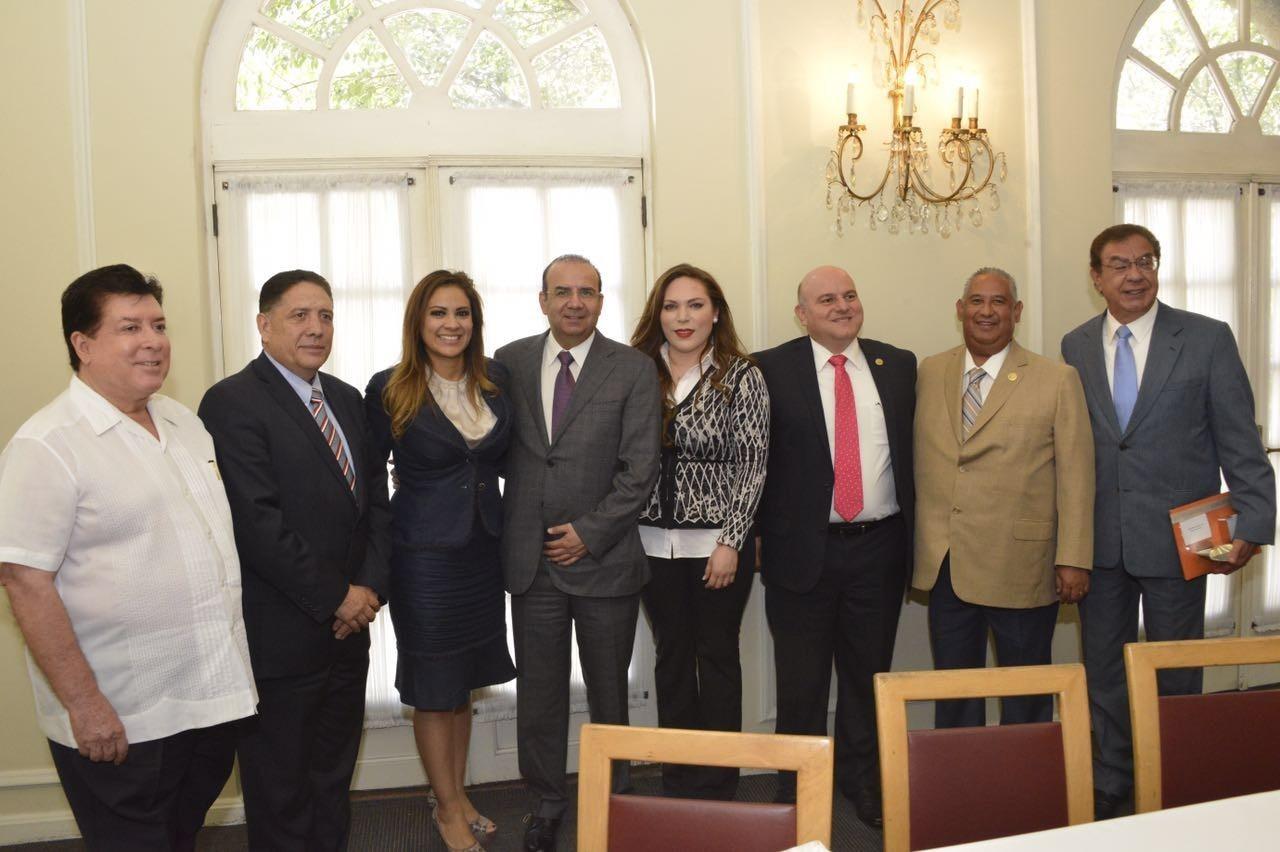 Presenta Reforma Laboral a diputados priistas