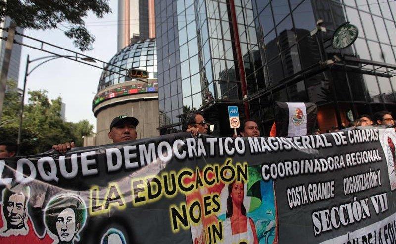 Presionan los maestros, ¿doblan al Gobierno?