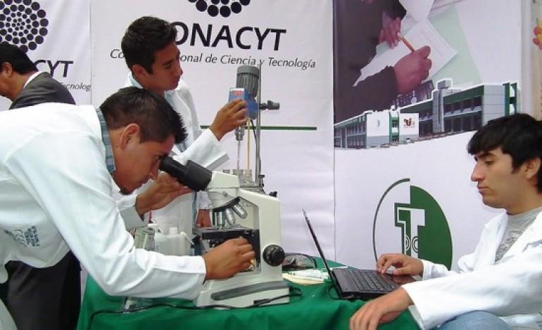 Proponen iniciativa para que becarios Conacyt trabajen a la par de sus estudios