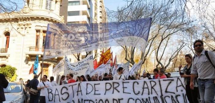 Protestan periodistas por despidos en Argentina