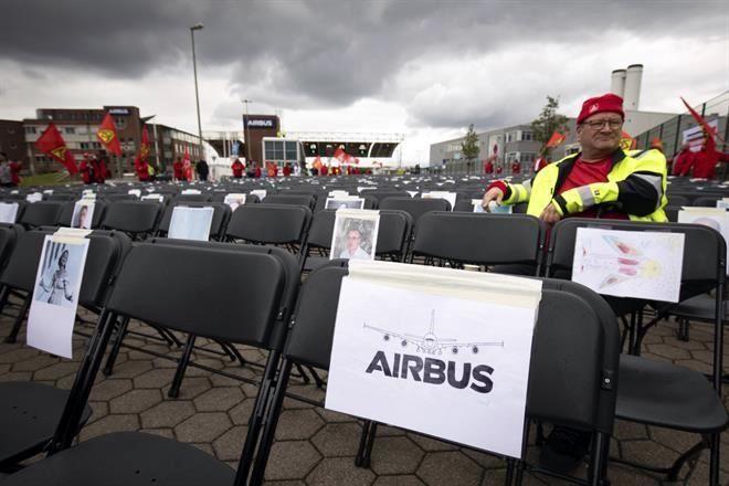 Protestan trabajadores de Airbus por despidos