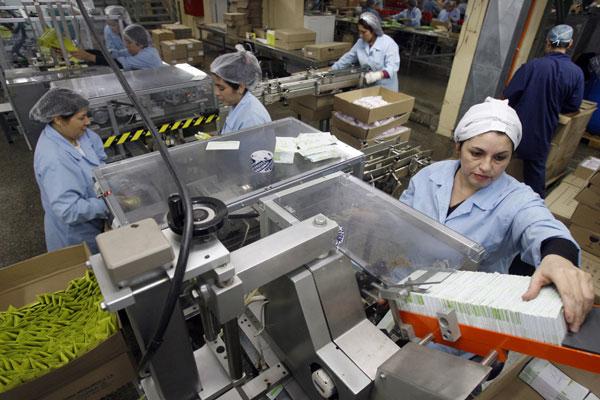 Pymes crean empleo; las grandes recortan