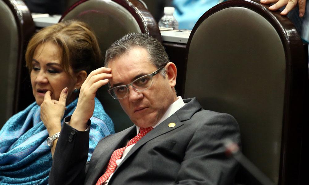 """""""Que me investigue la PGR"""": Ex líder SNTE"""