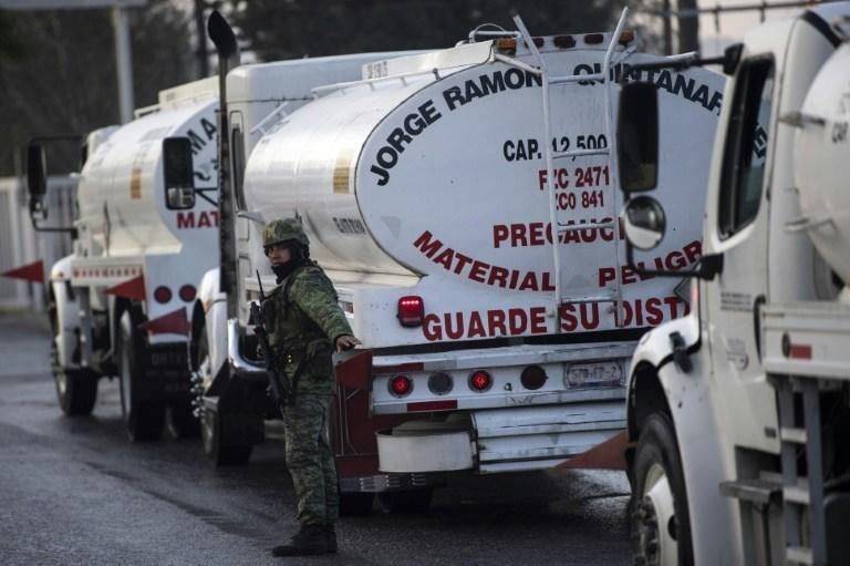 """Recluta AMLO a """"choferes"""" por 29,000 pesos mensuales"""