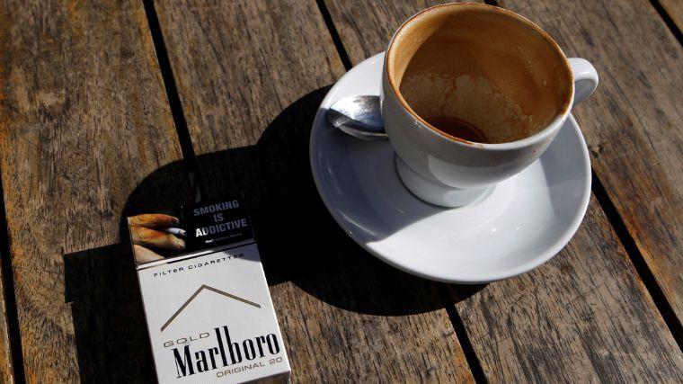 Redes sociales, café y tabaquismo alargan el horario laboral