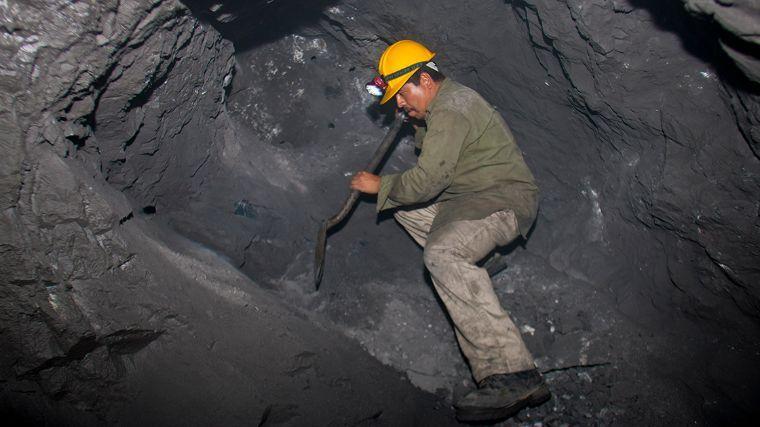 Regresan a la actividad 370 mil trabajadores en la rama minera