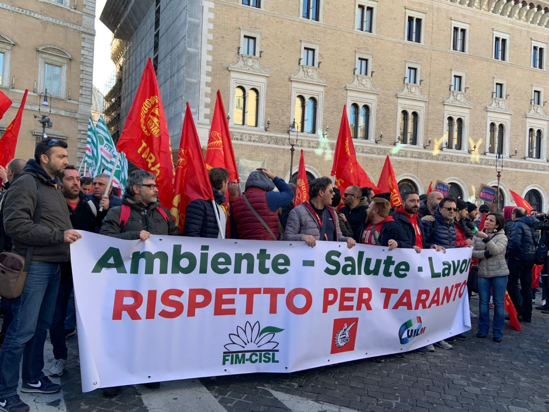 Revuelta sindical contra ArcelorMittal por echar  a 3,300 empleados en Italia