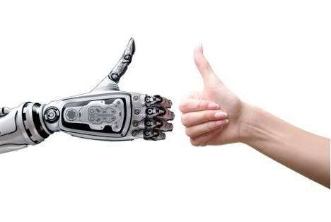 Robots ayudan en el trabajo y a que la gente compre más