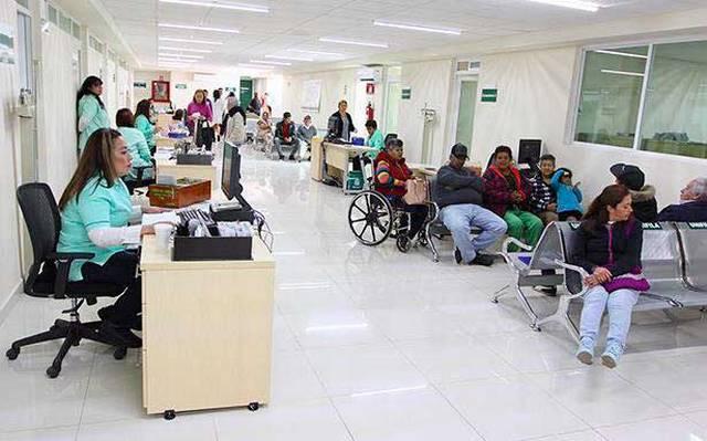Saturan clínicas del IMSS