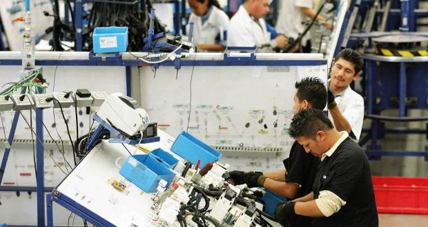 Se mueve empleo manufacturero