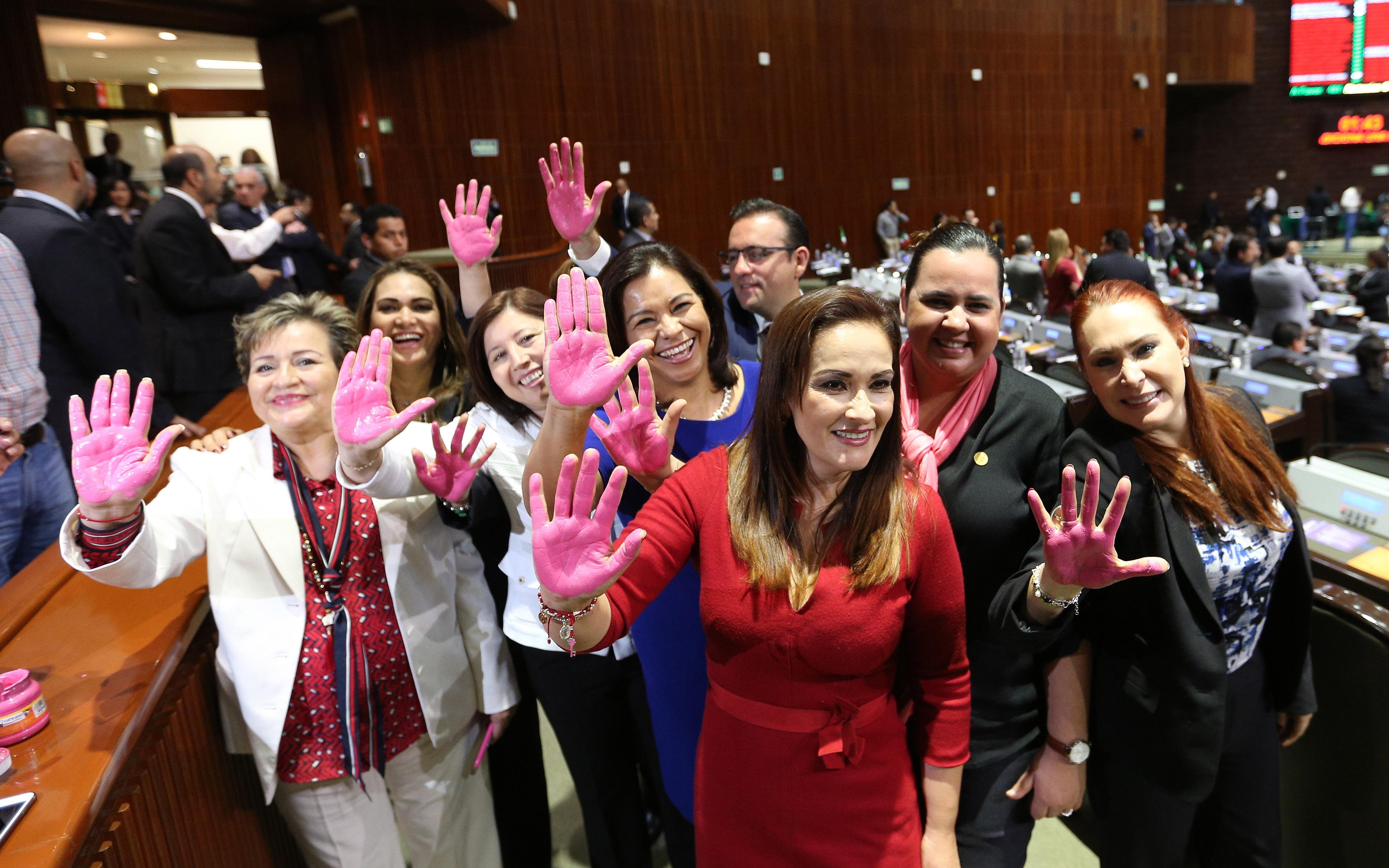 Se pintan de rosa para apoyar la lucha contra el cáncer