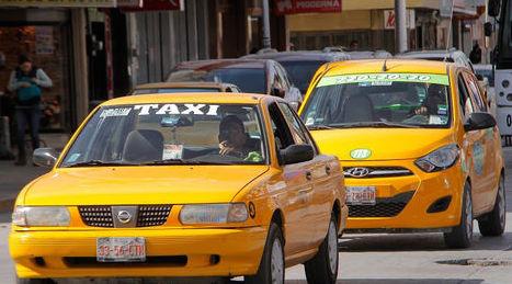 Se prenden taxistas en Saltillo contra Uber