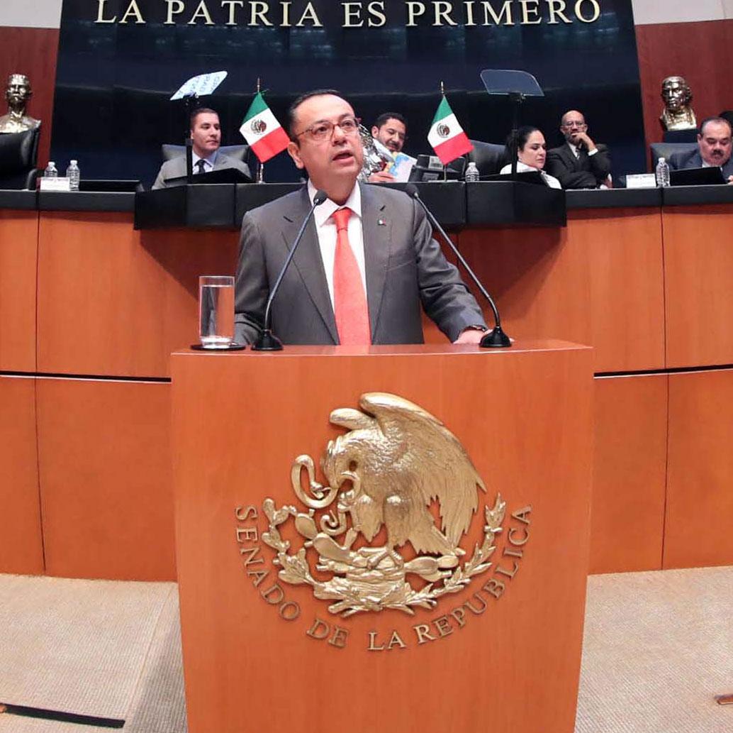 Senado da licencia a Martínez Cázares; va al IMSS