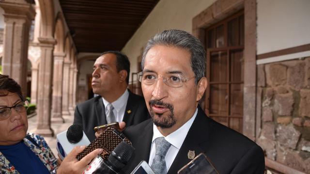 Sindicato de la Universidad Michoacana rompe con rector y profesores; cierra vías en Morelia