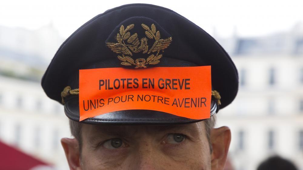 Sindicatos de pilotos de Air France amagan huelga en Euro