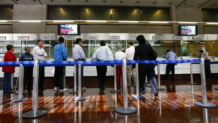 Solicitan aplazar pagos mas de 3 millones en cinco bancos por Covid-19