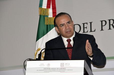 Solución salarial no es por decreto: México a Canadá