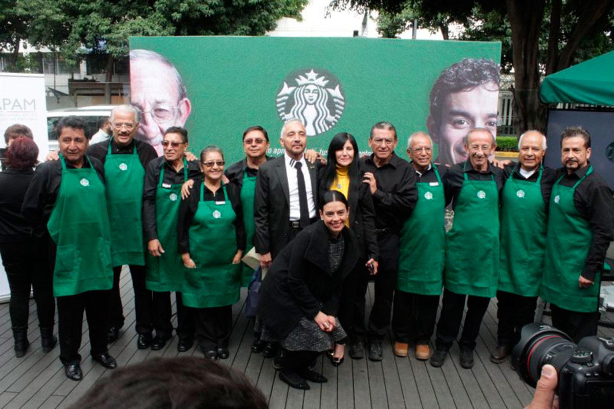 Starbucks inaugura sucursal en CDMX operada por adultos mayores