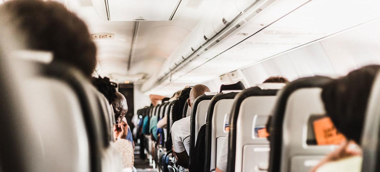 Sugieren a viajeros  contar con seguro de gastos médicos  por acecho de Covid-19
