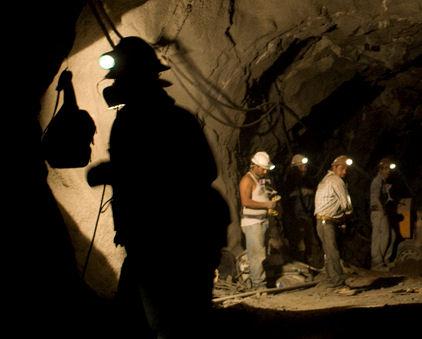 Suman 445 despidos en sector minero en Durango en 2015