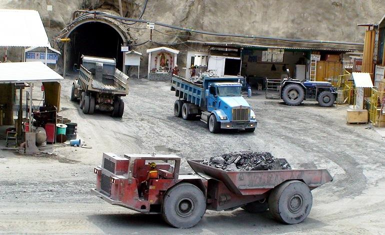 Suspenden labores en la mina Media Luna