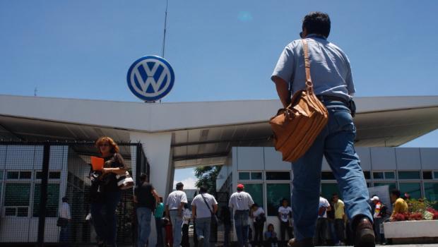 Tensa negociación laboral en VW de México