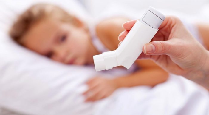 Tienen más riesgo de asma por reflujo los niños y adultos mayores