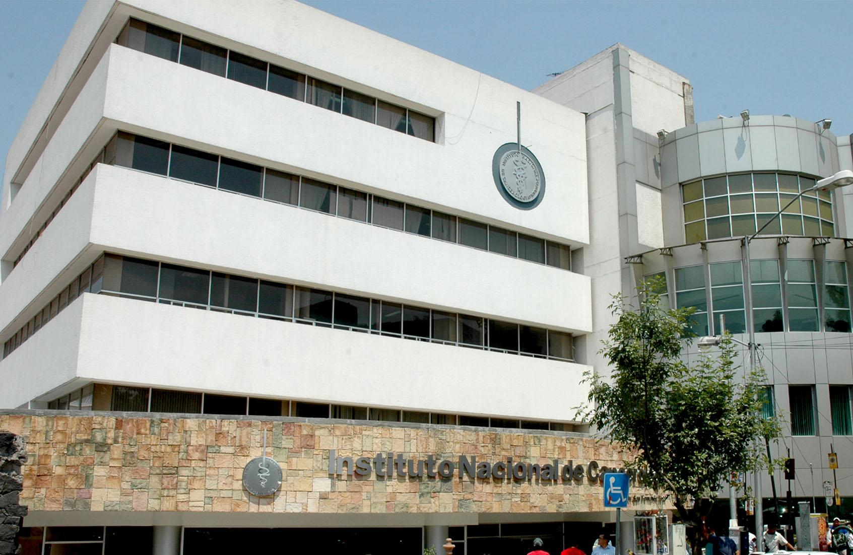 Tira Informe dichos de  AMLO sobre recortes y despidos en Salud