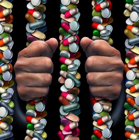 Tomar opiáceos y sedantes juntos riesgo de sobredosis