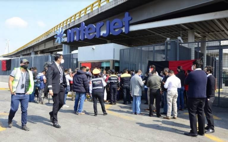 Trabajadores acusan a Interjet de ampararse contra juicio por deuda de salarios