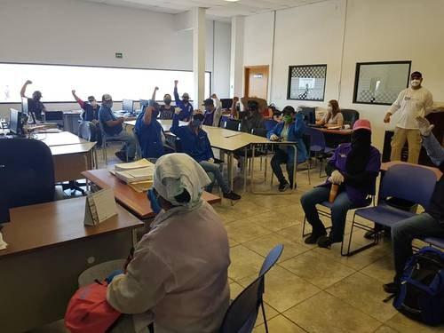 Trabajadores de maquiladoras en Juárez y Matamoros exigen parar