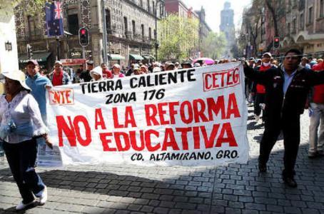 Tramitan 600 profesores amparo contra despidos
