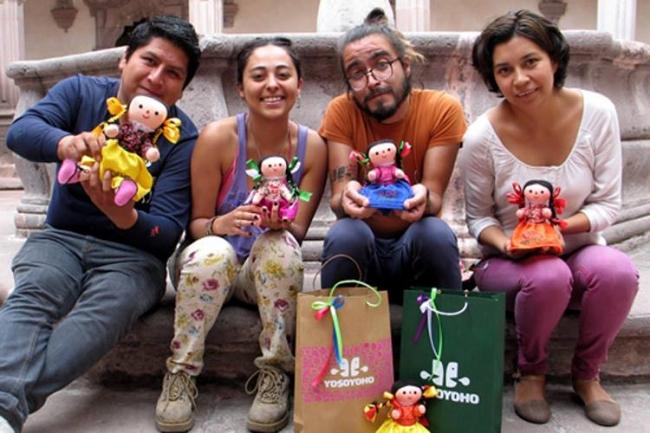 Una muñeca otomí traduce frases al español