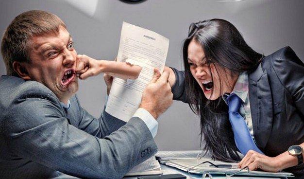 ¿Una nariz rota en una pelea en la oficina califica como accidente de trabajo?
