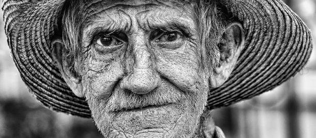 UNAM advierte que el sistema de pensiones no debe ser universal