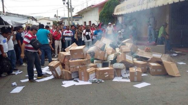Van 11 muertos tras enfrentamiento: CNTE