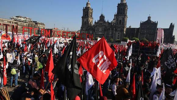 Ven sindicalismo pequeño y débil