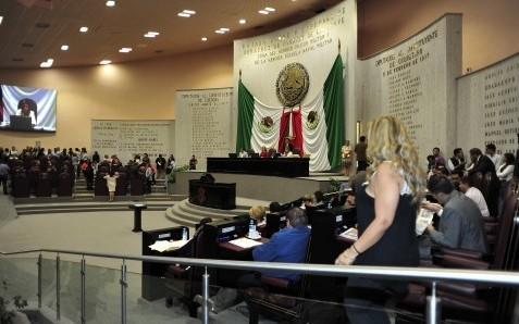 Veracruz basifica a miles de trabajadores