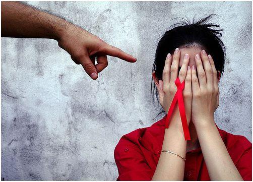 """VIH, la """"ruleta rusa"""" que juegan los jóvenes"""