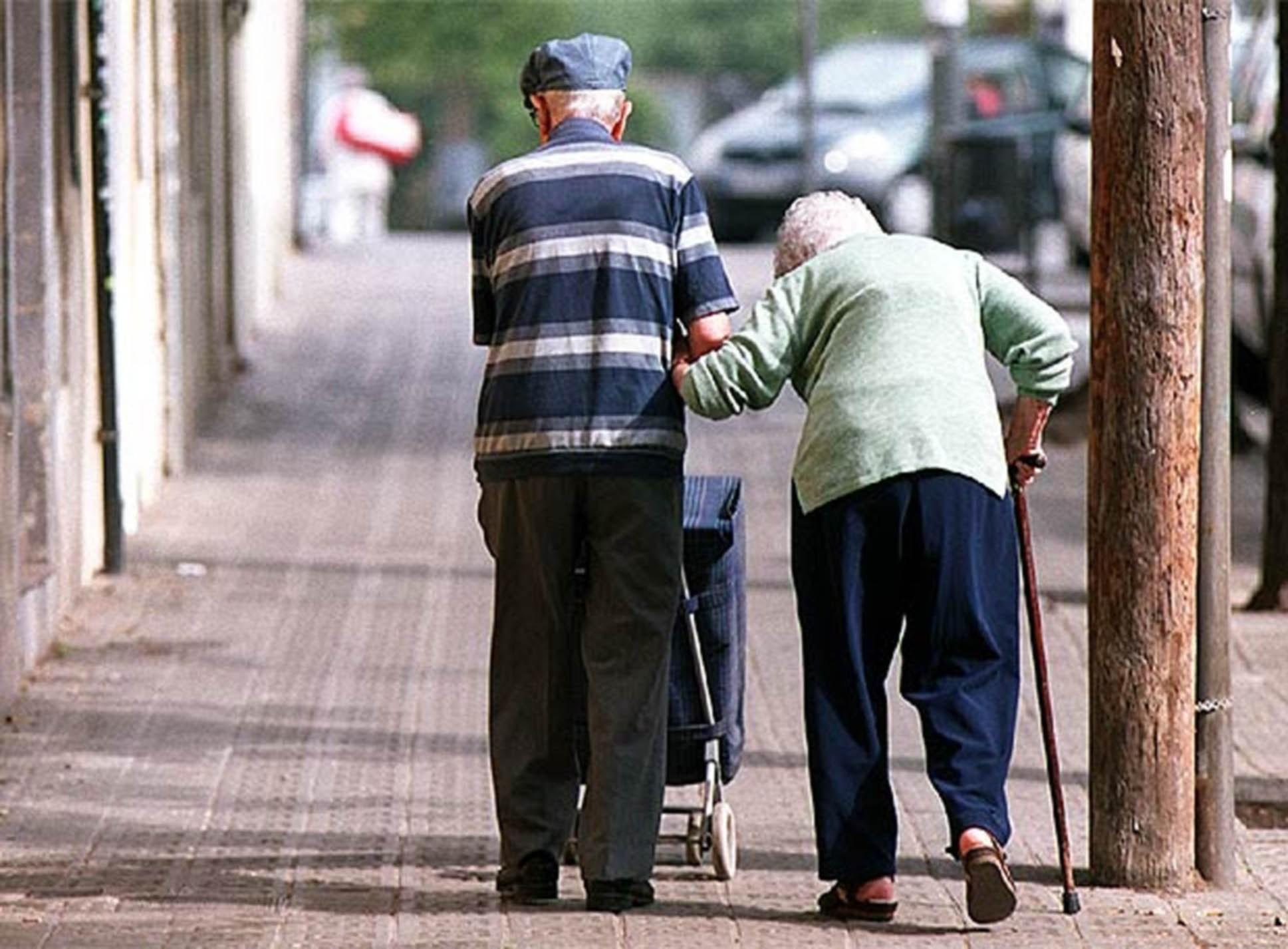 Adultos viven sus años con una o varias enfermedades o discapacidad