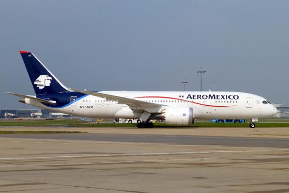 Aeroméxico avanza con sobrecargos; mantiene plan de pensiones en nuevo acuerdo