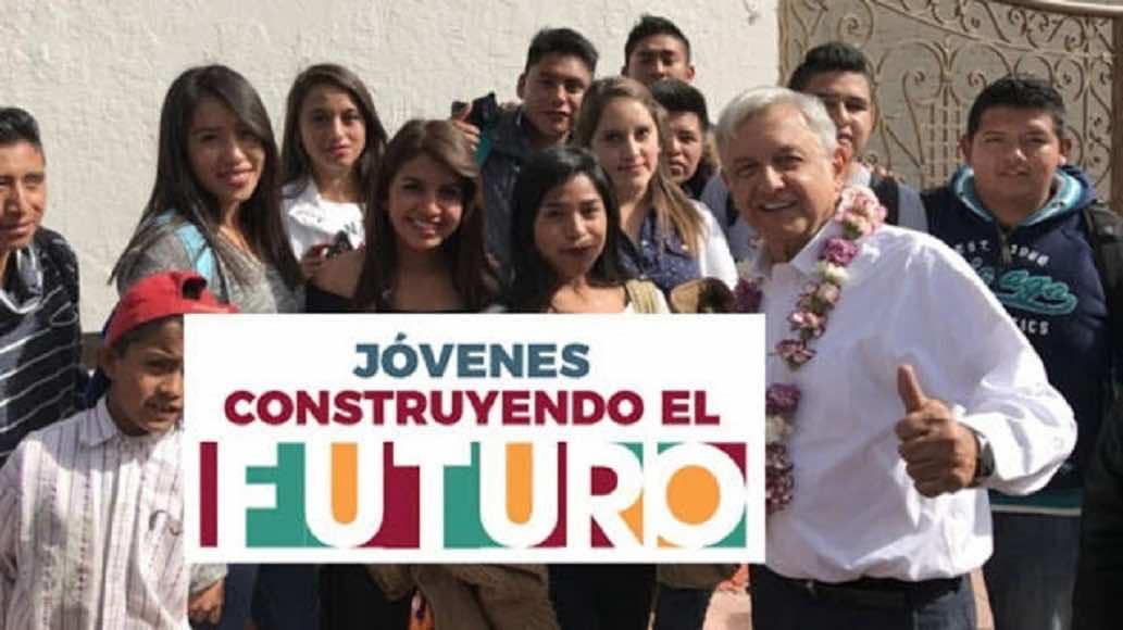 """Apenas de 24% de egresados de """"Jóvenes Construyendo el Futuro"""" se quedan trabajar"""