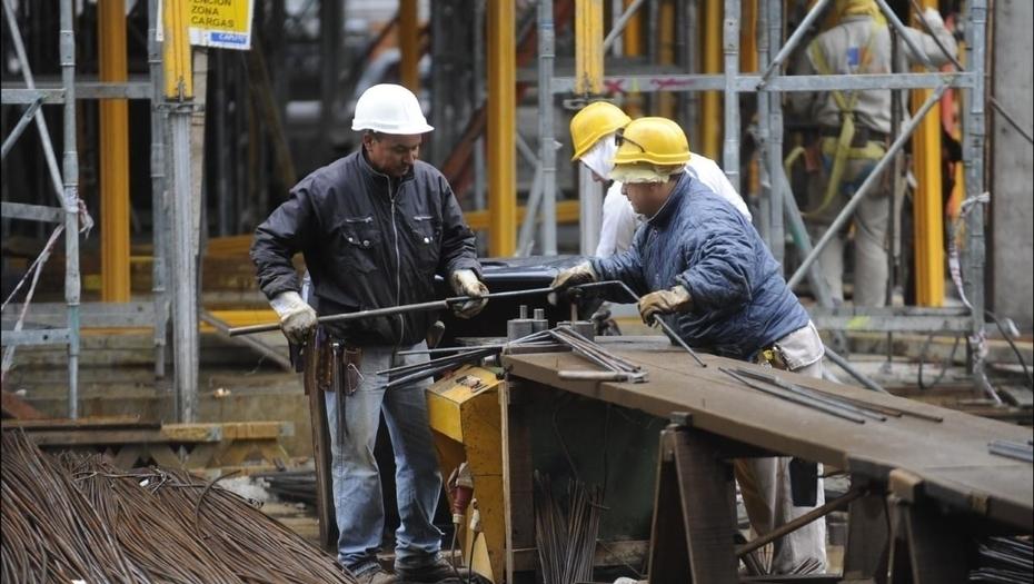 Aseguran más empleados pero ganan menos