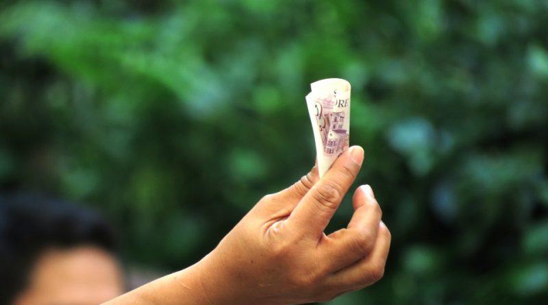 Bajos salarios, por informalidad y no outsourcing