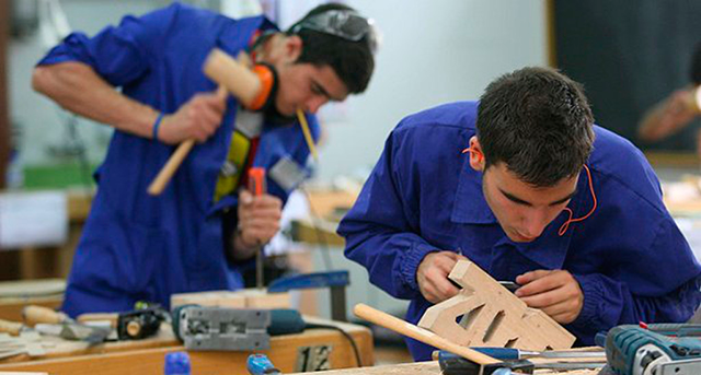 Batallan empresas para retener jóvenes