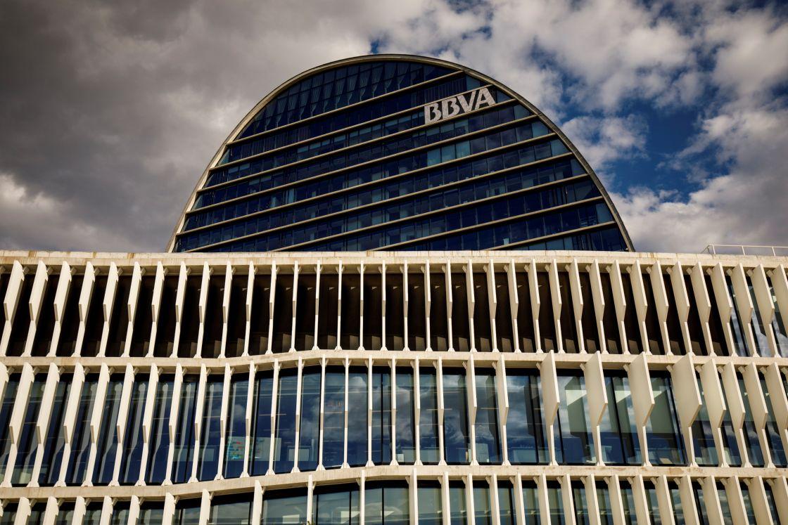 BBVA planea recortar 3,800 puestos de trabajo y cerrar 530 oficinas en España