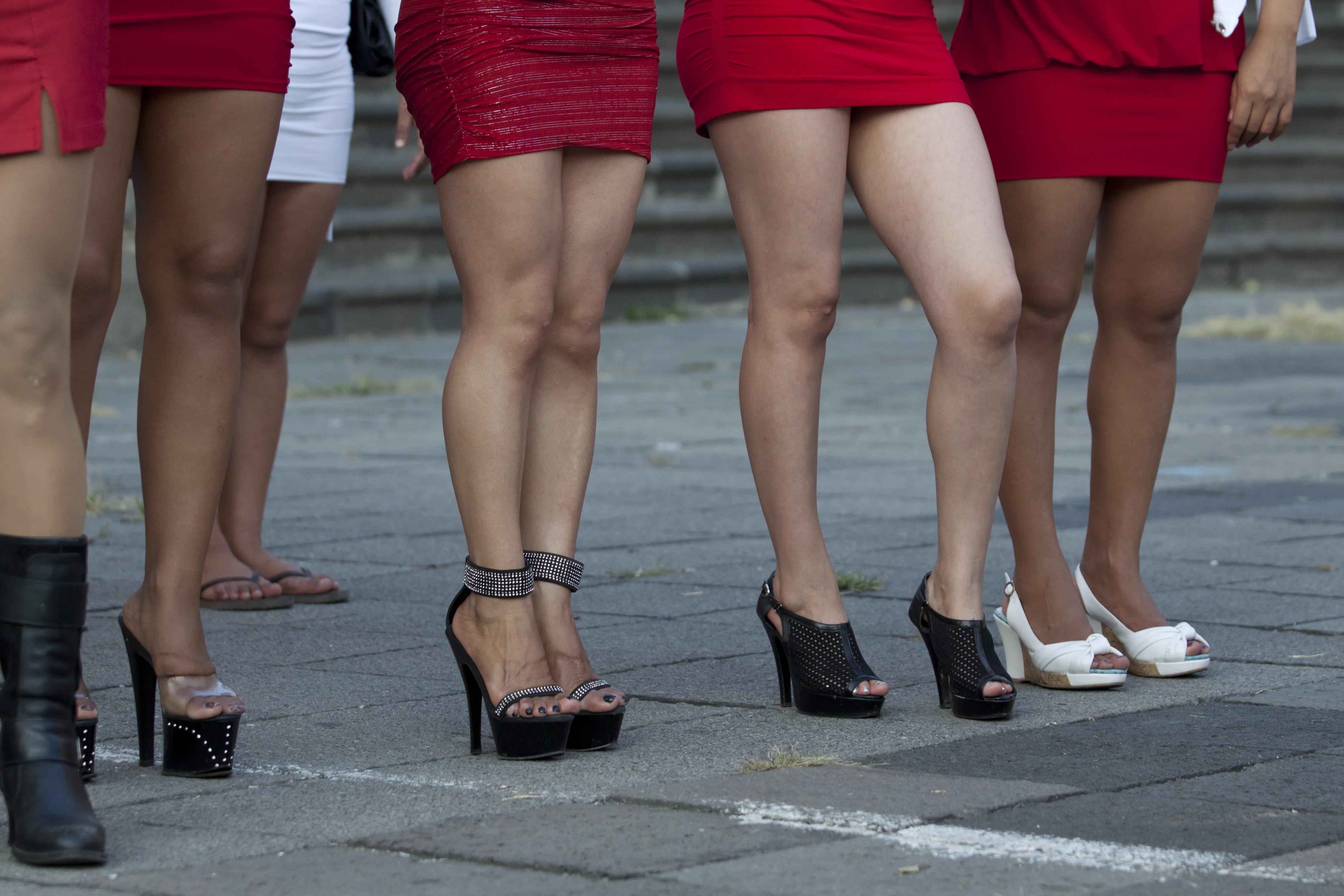 Buscan emplear a sexoservidoras con venta de cosméticos